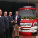 Neuer Mannschafts-Transportwagen an Feuerwehr Leimen übergeben