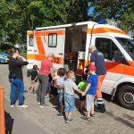DRK Leimen stellt Kindergartenkindern den Rettungswagen vor