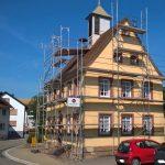 Bürgerhaus Ochsenbach: Neuer Anstrich für Fassade und Sockel
