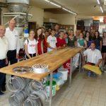 Tigy-Schüleraustausch: Empfang im Rathaus und Besuch der Bäckerei Sailer