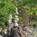 Nette Steinpyramiden: </br>Mit ruhiger Hand am Wegesrand errichtet
