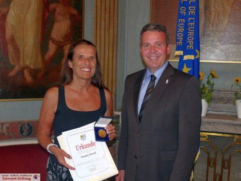 Basketball-Weltmeisterin Susanne Herold mit Goldener Stadtmedaille ausgezeichnet