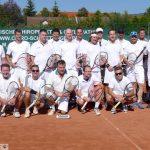 Abschluß der Tennis-Sommersaison mit Herren Retroturnier ganz in Weiß