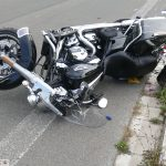 Leimen/Nußloch L594: Verkehrsunfall zwischen Bagger und Motorrad - Biker schwer verletzt