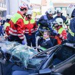Schwerer Verkehrsunfall vor dem Nußlocher Rathaus – Szenario der Feuerwehr Hauptübung