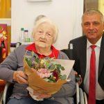 Geboren 1918: Bürgermeister Kletti gratuliert Elli Alban zum 100. Geburtstag