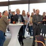 Landrat Stefan Dallinger im Austausch mit neuen Landkreis-Mitarbeitern