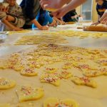 DLRG-Jugend backt Plätzchen für den Leimener Weihnachtsmarkt