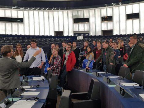 JU-Mitglieder harren Stunden während Attentat im Europaparlament aus