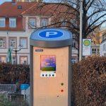 Leimener Innenstadt: Moderne Parkschein-Automaten aufgestellt