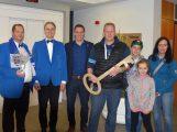 Gewinner des Nußlocher Rathausschlüssel-Tippspiels: Er wiegt 8.608 Gramm