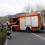 Tödlicher Verkehrsunfall, Motorradfahrer gerät in Gegenverkehr und kollidiert mit Kleinbus
