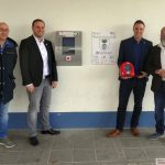 """""""Herzsicheres Nußloch"""" – Weiterer öffentlicher Defibrillatoren am Feuerwehrhaus angebracht"""