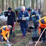 Klimawandel: Landrat Dallinger pflanzte unempfindliche Baumarten in Gauangelloch