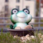 Vermisstenmeldung: St. Ilgener Kreiselfrosch erneut verschwunden – Wo ist er?