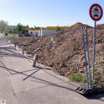 Sturmböe warf ca. 25 Meter Bauzaun direkt auf den Fußgänger- / Radfahrweg