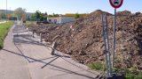 Sturmböe warf ca. 25 Meter Bauzaun direkt auf den Fußgänger-/Radfahrweg