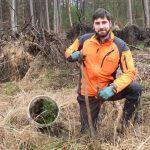 Pflanzung und Saat zum Wiederaufbau des durch Trockenheit geschädigten Waldes