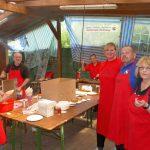 Badenia St. Ilgen: Pommes in der Tüte und knusprige Haxen auf dem Teller