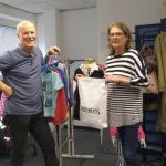 Passende Sachspende für die Kleiderkammer im Mörikeweg: Kleiderständer!