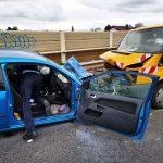 L598 / Sandhausen: Frontalzusammenstoß zwischen Pkw und Kleintransporter fordert zwei Schwerverletzte
