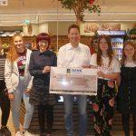 Muttertagsaktion von Realschule und EDEKA ermöglicht 564 € Spende an die Stadtbücherei