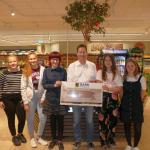 Otto-Graf-Realschulschülerinnen sammeln mit EDEKA-Walter für Stadtbücherei