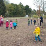 """Aussaat-Aktion des Projekts """"Blühender Naturpark"""": Neue Wildblumenwiesen gesät"""