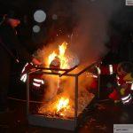 Kerweschlumpel wollte nicht brennen – Die Feuerwehr fachte das Feuer an