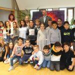 Oberbürgermeister Hans D.Reinwald ehrt schnellste Staffelläufer der Turmschule
