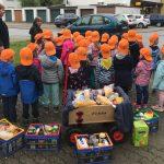Kürbis, Apfel und Brot - Kinder spendeten Lebensmittel für's AWo-Lädle