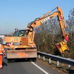 Sommer wie im Winter: Männer und Frauen in Orange sorgen für Verkehrssicherheit