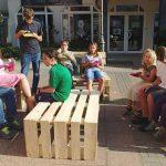 Verschönerung Rathausplatz Gauangelloch: Bänke lackiert & Palettenmöbel