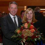 Claudia Felden im ersten Wahlgang mit 13 Stimmen erneut zur Bürgermeisterin gewählt