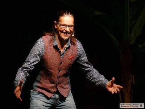 Comedian Chaco Habekost nahm 500 Gäste mit auf Welttournée