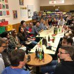 Junge Sandhäuser diskutierten mit MdB Lars Castellucci beim Pizzaessen