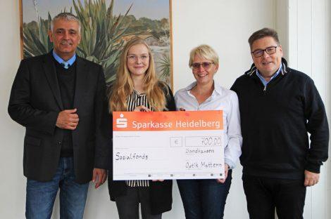 Dank einer Spende von Optik Mattern wuchs der Sandhäuser Sozialfonds um 700 Euro