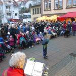 Weihnachtslieder, Bratwurst, Glühwein und der Gauangelloch-Song beim Adventssingen