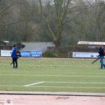 VfB-Freiwillige säubern Otto-Hoog-Stadion von Tonnen von Laub