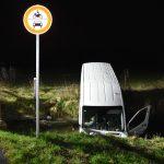Sandhausen: Von der Fahrbahn abgekommen und im Leimbach gelandet