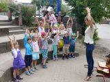 Endlich wieder gemeinsam singen! Musikschul-Kinder mit Leiterin Nicole Staber