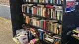 Wenn VOLL, dann STOP. Offenes Bücherregal soll keine Müllhalde werden
