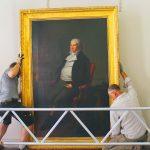"""Restauriertes Portrait """"Herr Seeligmann"""" wieder im historischen Rathaus aufgehängt"""