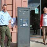 OB Hans Reinwald enthüllt Stadtrundgangstafel - Lokaler Agenda maßgeblich beteiligt