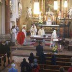 Neupriester Francesco Durante feiert mit dem Primiz seinen ersten Gottesdienst