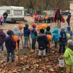 Elis.-Ding-Kindergarten: Laternenlaufen mit dem  St. Martin  zum Parkplatz am Freibad