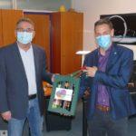 Leimen liefert: Akuter Glühweinmangel im Nußlocher Rathaus wurde beseitigt
