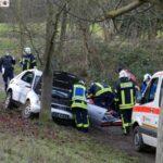 Landstraße Leimen-Nußloch: PKW schleudert gegen Baum - 1 Verletzte/r - Totalschaden