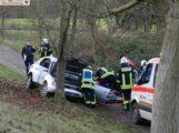 Landstraße Leimen-Nußloch: PKW schleudert gegen Baum – 1 Verletzte/r – Totalschaden