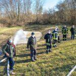 Wasser Marsch: Feuerwehr pumpt  150.000 Liter und lässt Teich neu entstehen
